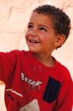 Gullig pojke som ler i Tineghir, Marocko arkivfoton