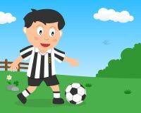 Gullig pojke som spelar fotboll i parkera vektor illustrationer