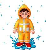 Gullig pojketecknad film genom att använda regnrockanseende under regn med leende stock illustrationer