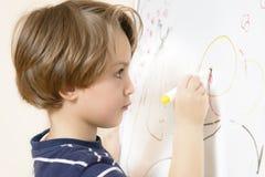 Gullig pojketeckning Fotografering för Bildbyråer