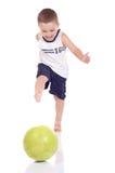 Gullig lite sportig pojke Royaltyfri Bild