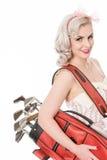 Gullig retro flicka som bär den röda golfpåsen över hennes skuldra, isolat Fotografering för Bildbyråer