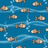 Gullig sömlös bakgrund med guldfisken, bubblor och vågor royaltyfri illustrationer