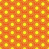 Gullig sömlös vektormodell av solen vektor illustrationer