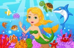 Gullig sjöjungfrutecknad film med fisksamlingsuppsättningen Arkivfoto