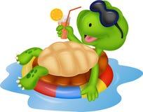 Gullig sköldpaddatecknad film på uppblåsbarrunda Royaltyfri Fotografi