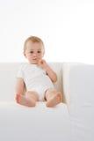 gullig sofawhite för pojke Arkivbild