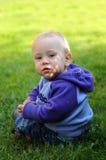gullig ståendelitet barn fotografering för bildbyråer