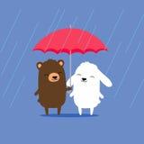 Gullig tecknad filmbjörn och kaninkanin som delar paraplyet i regnet Royaltyfri Foto