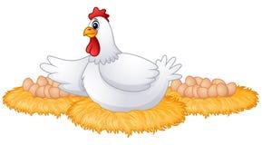Gullig tecknad filmhöna med många ägg i det hennes redet Royaltyfria Bilder