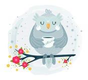 Gullig uggla som sitter på filial och dricker kaffe stock illustrationer