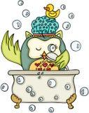 Gullig uggla som tar ett bad royaltyfri illustrationer
