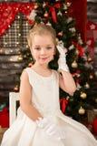 Gullig ung härlig flicka i vit Royaltyfria Bilder