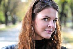 Gullig ung kvinna för brunett Royaltyfri Fotografi