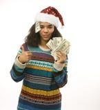 Gullig ung verklig afrikansk hipsterflicka i santas den röda hatten som isoleras på den väntande på vintern Christmass för vit ba Royaltyfri Foto