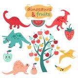 Gullig uppsättning av dinosaurier och frukter Royaltyfri Bild