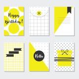 Gullig vit moderiktig modellkortuppsättning för guling och med lycklig födelsedag, Hello och svartetiketter Arkivbild