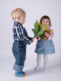 Gulliga barn på datumet Fotografering för Bildbyråer
