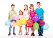 Gulliga barn som firar födelsedag Arkivbild