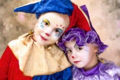Gulliga clownflickor royaltyfri foto