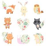 Gulliga djur som dekoreras med den blom- sömlösa modelluppsättningen, älskvärd Forest Animals Cartoon Characters Vector illustrat vektor illustrationer