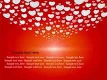 Gulliga hjärtor på röd bakgrund Arkivfoton