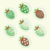 Gulliga jordgubbar för dag för St Patrick ` s Royaltyfri Bild