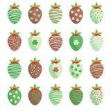 Gulliga jordgubbar för dag för St Patrick ` s Arkivbild