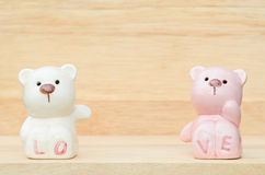 Gulliga keramiska björnar Arkivfoto