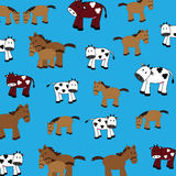 Gulliga kor och hästar Royaltyfri Foto