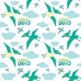 Gulliga lilla Dino Pterodactyl Flying Seamless Pattern isolerade på den vita vektorillustrationen royaltyfri bild