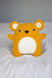 Gulliga lilla orange Teddy Bear Royaltyfria Bilder
