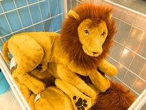 Gulliga Lion Doll Gulliga Lion Doll Arkivbilder