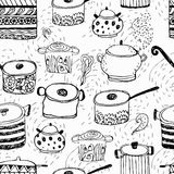 Gulliga matlagningkrukor och bokstäver Arkivbild