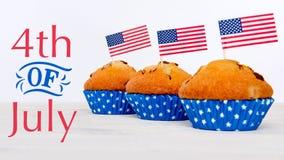 Gulliga muffin med amerikanska flaggan, 4th av det Juli begreppet Royaltyfri Foto