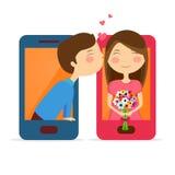 Gulliga par i smartphonen för valentin dag Arkivfoton