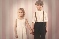 gulliga par little fotografering för bildbyråer