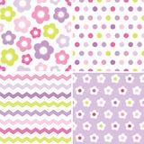 Gulliga sömlösa rosa färg- och lilabakgrundsmodeller stock illustrationer