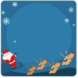 Gulliga Santa Claus och renar på det tomma brädet Arkivbild
