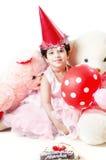 Gulliga små behandla som ett barn flickan som firar hennes födelsedag Royaltyfri Fotografi