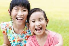 Gulliga små flickor för Closeup royaltyfria bilder