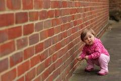 Gulliga små behandla som ett barn flickan Arkivfoton