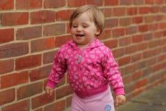 Gulliga små behandla som ett barn flickan Royaltyfri Bild