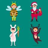 Gulliga ungar som bär pysslingar för tecken för juldräktvektor, isolerade den gladlynta barnferieillustrationen vektor illustrationer