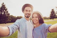 Gulliga ursnygga söta partners med att stråla grinar ta fotosho royaltyfri fotografi