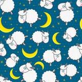 Gulliga vita Sheeps på den Seamless modellen för natt Royaltyfri Bild