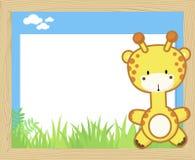 Gulligt behandla som ett barn giraffet och förbigå brädet Arkivfoton