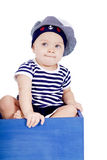 Gulligt behandla som ett barn lite i sjöman danar att leka Royaltyfri Foto