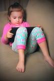 Gulligt behandla som ett barn på iPad Arkivbilder