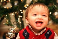 Gulligt behandla som ett barn pojken på jul Royaltyfri Fotografi
